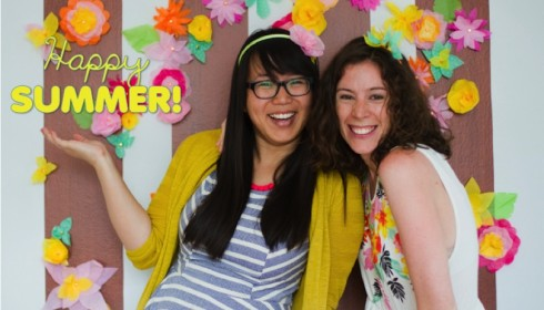 happy summer DIY photo backdrop with paper flowers